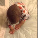 Како бебето Кристијан се буди секое утро?