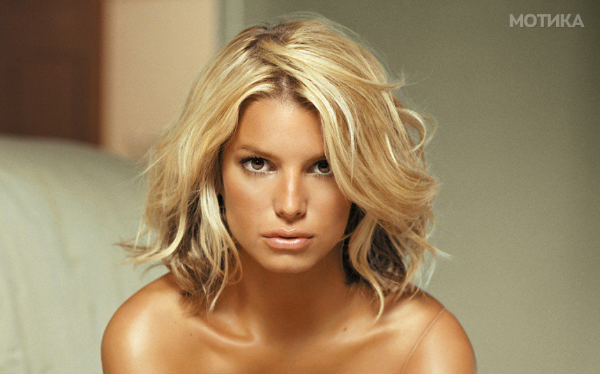 10-Celebrities-Who-Are-Extremely-Religious-Jessica-Simpson-1024x640