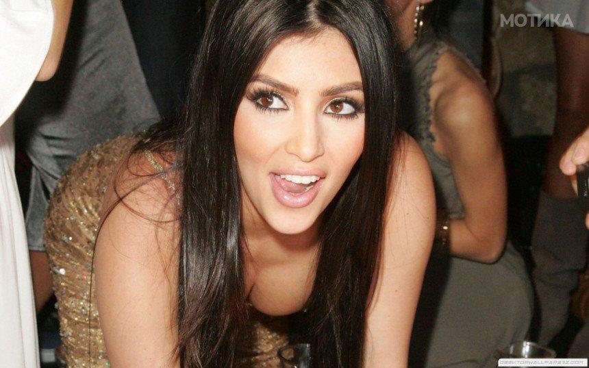 10-Celebrities-Who-Are-Extremely-Religious-Kim-Kardashian-1024x640