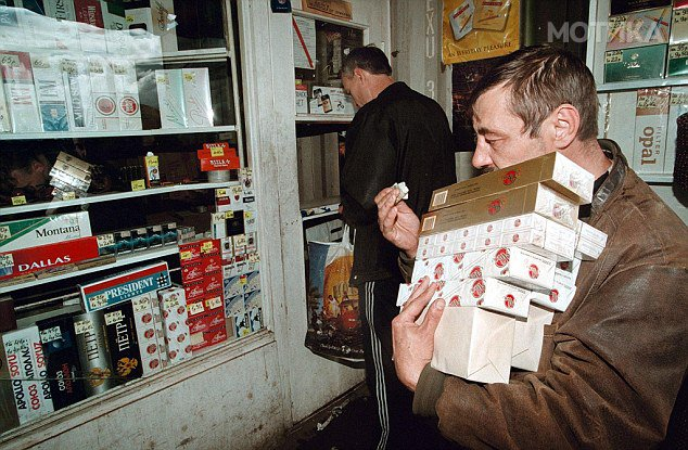 RUSSIA-CUSTOMER-CIGARETTES
