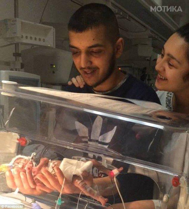 18 годишна сопруга 6 пати ја избодела тинејџерката  љубовница на нејзиниот сопруг  Се швалерисувал додека нивното предвреме родено бебе умирало во болница