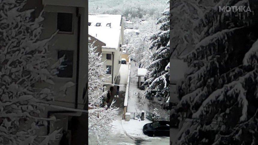 Чистење снег на македонски начин