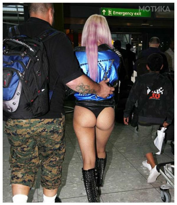 airport_girls_13