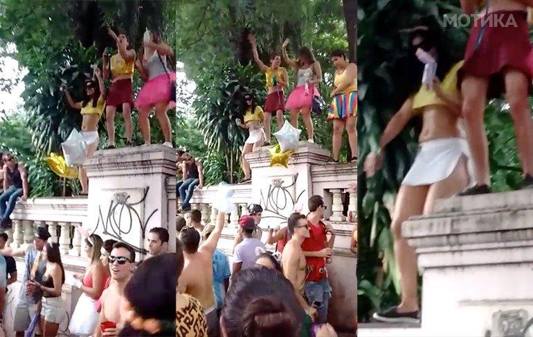Бразилка игра качена на ѕид на улична забава во Бразил