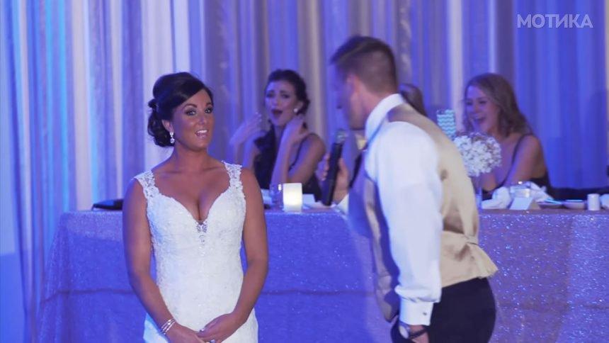 Зетот и кажува на невестата  пред сите гости  дека наместо од двајца  семејството ќе им биде од тројца членови