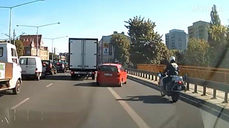 Кога не ти се чека во сообраќајниот метеж  а си најголемиот баксуз на планетата