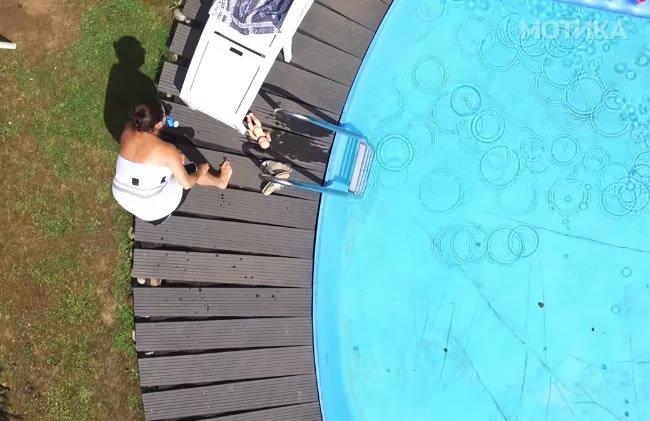 Комшијата ја шпиунира комшивката крај базенот со квалитетен  скап дрон од 1000 евра