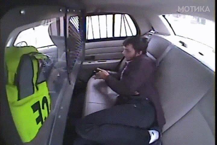 Осомничен бега од полициско возило само со запалка