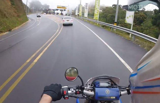 Моторџијата сакаше да помине без да плати патарина, па го начека полицијата