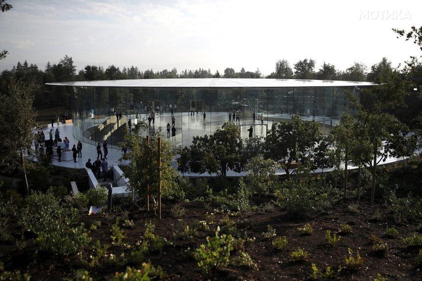Прошетка во новиот подземен театар на Apple од 14 милиони долари  посветен на Стив Џобс