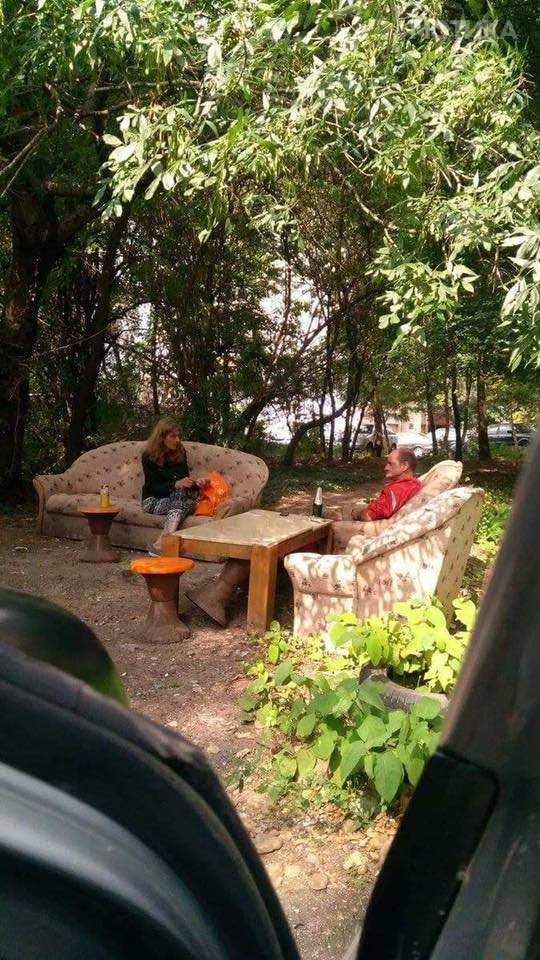 Каде сакате да седиме  внатре или надвор во дневна