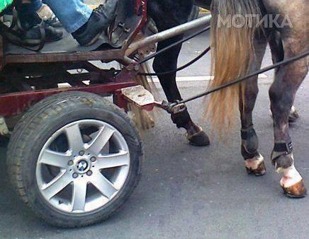 BMW со два коња