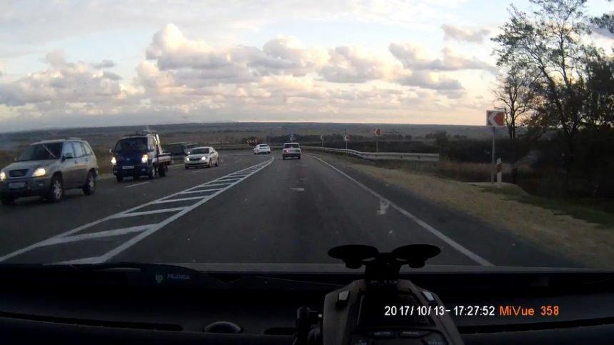 Пожарот крај патот може да им направи големи проблеми на возачите