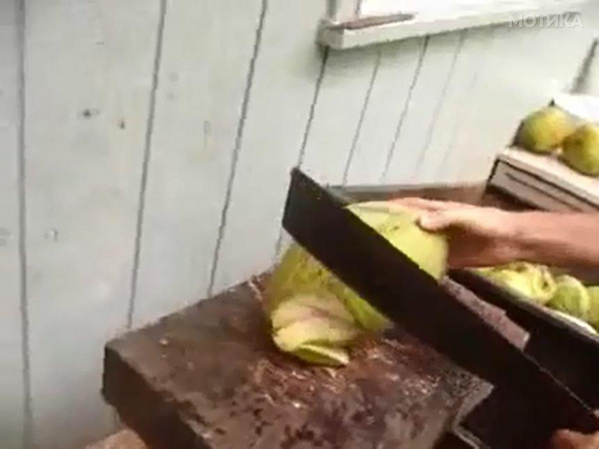 Како се сече кокосов орев во Хаваи  а како во Тринидад