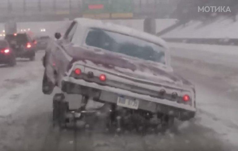 Американски автомобил со специјална опција за движење по снежни патишта