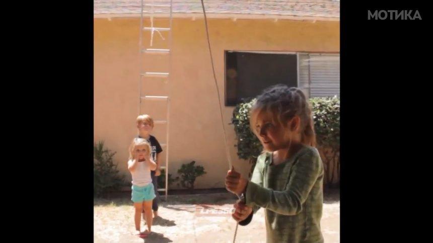 Децата решиле да снимаат прилично опасно видео во дворот