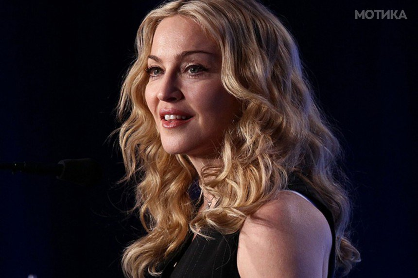 10-Celebrities-Who-Are-Extremely-Religious-Madonna-1024x681