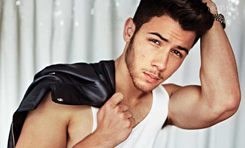 10-Celebrities-Who-Are-Extremely-Religious-Nick-Jonas1-1024x621