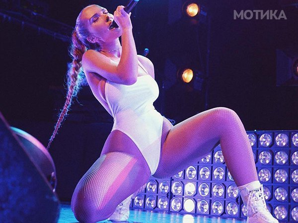 if-you-look-up-squish-in-the-dictionary-youll-find-musician-niykee-heaton-230__800