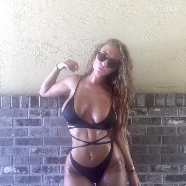 if-you-look-up-squish-in-the-dictionary-youll-find-musician-niykee-heaton-28__800