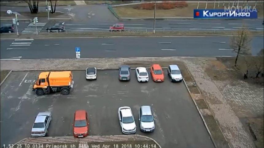 Жена возач  Со 1 вртење на лево   6 коли отепа